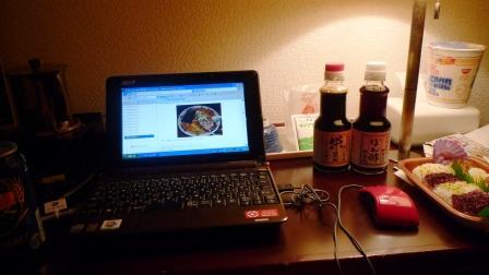 パソコンと醤油.JPG