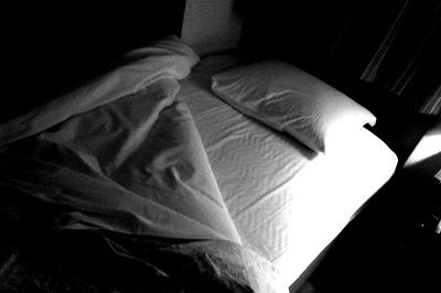 ベッドBW.jpg