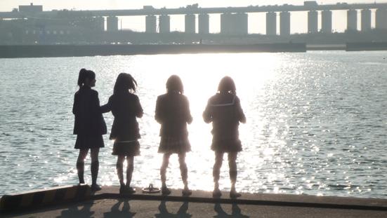 海と4人(ひき2.jpg